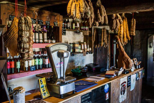 Espace boutique de produits locaux du coq noir